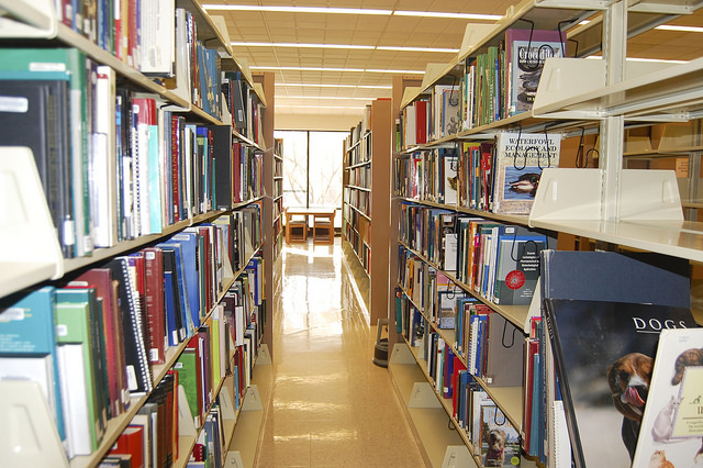 Book_Stacks_at_the_The_Veterinary_Medicine_Library_79_640.jpg