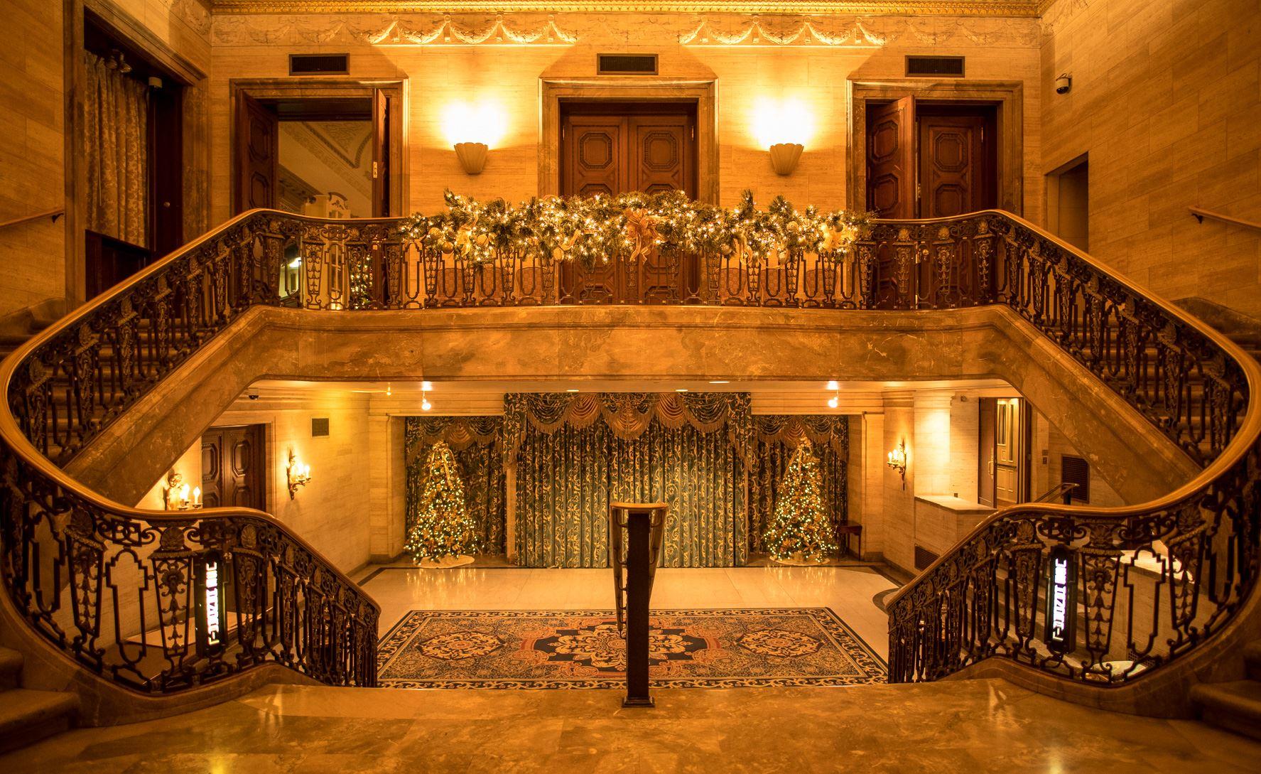 Visit the Historic Hotel du Pont this Holiday Season!